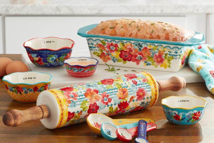 The Pioneer Woman bakeware set - Credit: Walmart