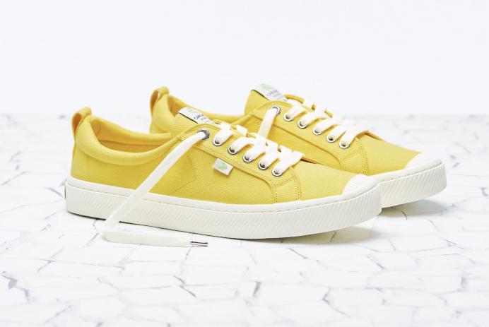 Cariuma OCA Low Canvas Sneakers