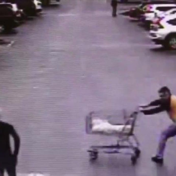 man pushes cart to stop robber