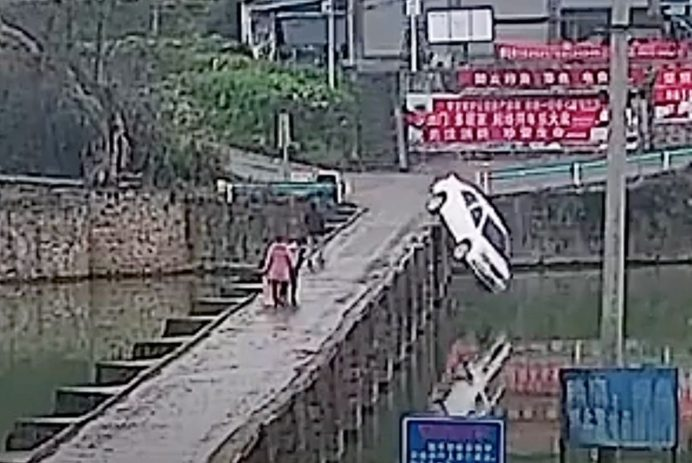 man crashes car into river while texting