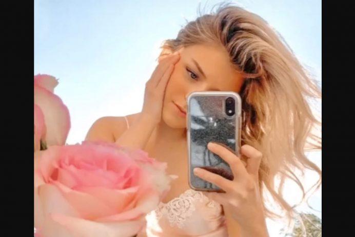 tiktok mirror selfie