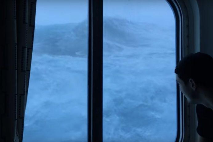 waves crashing into cruise