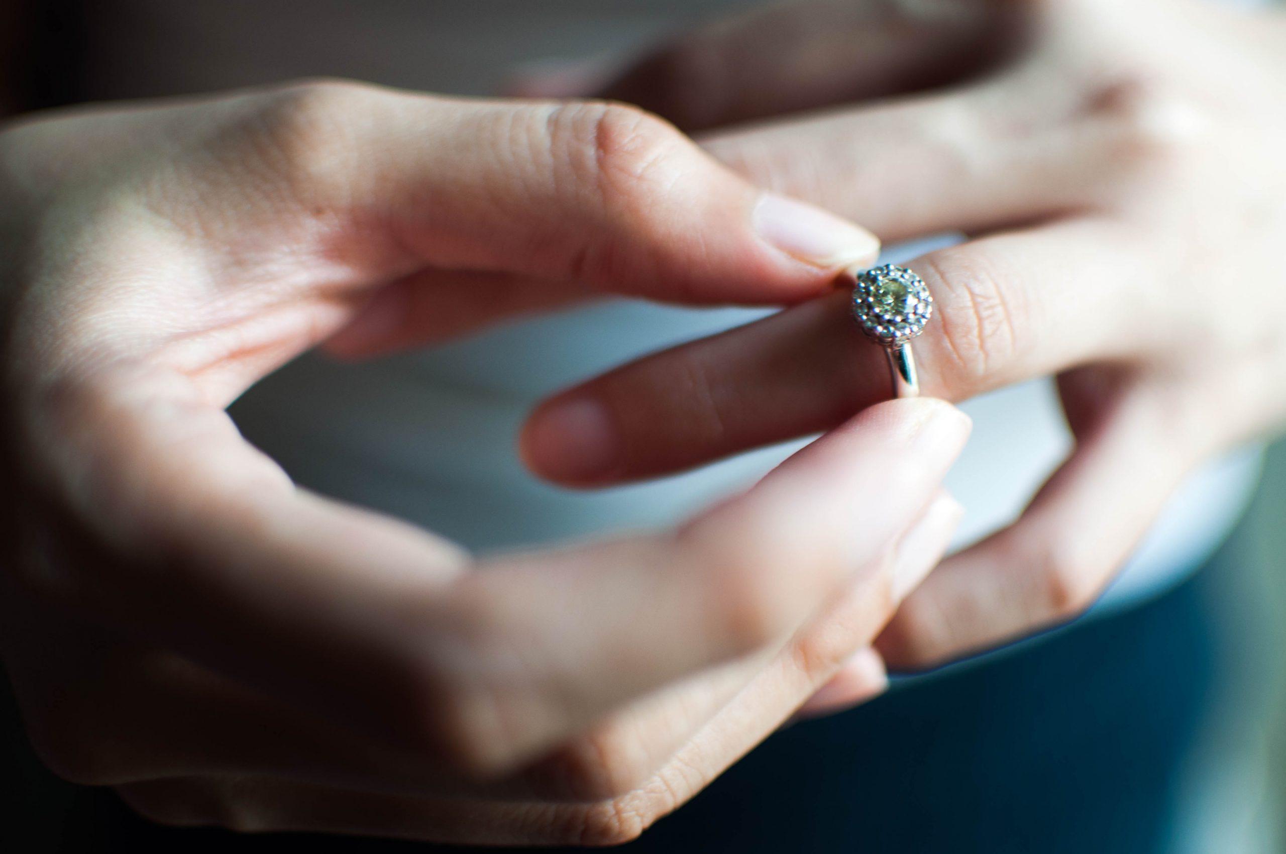 Woman gets slammed for manipulative behavior during proposal
