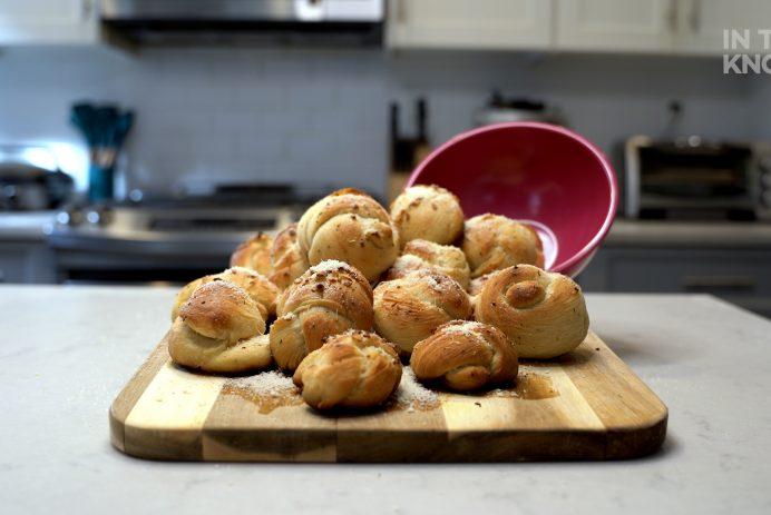 make garlic knots with pizza dough