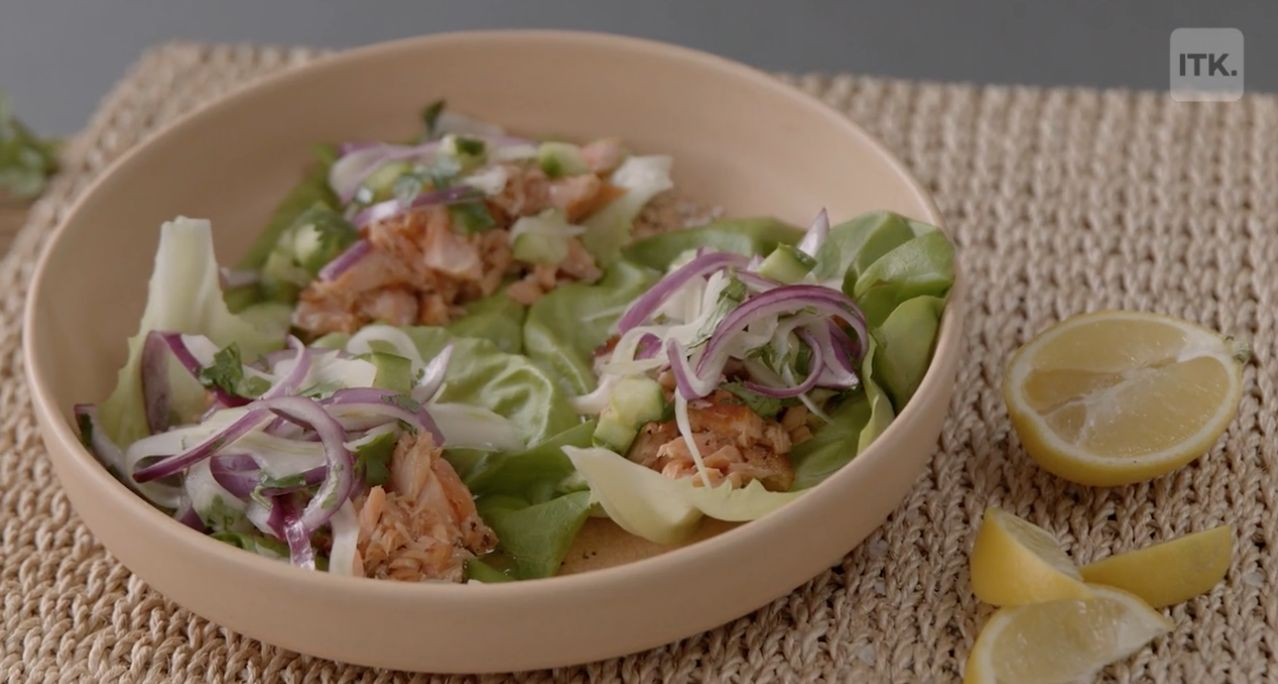 These salmon lettuce wraps are packed with flavor